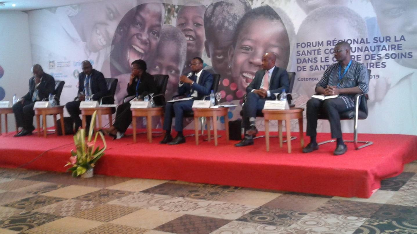 À l'extrême-droite, Dr YAMEOGO Pierre et, au milieu, les ministres de la santé du Bénin et du Libéria.